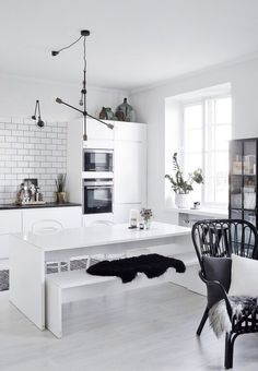 White Kitchen Interior Design With Modern Style 15 Decoration Inspiration, Interior Design Inspiration, Interior Design Kitchen, Home Design, Interior Office, Nordic Design, Design Design, Design Trends, Store Concept