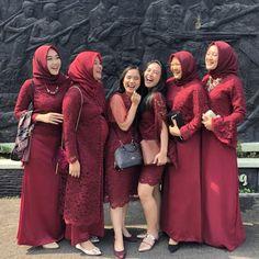 Hijab Gown, Hijab Dress Party, Hijab Style Dress, Casual Hijab Outfit, Modern Kebaya, Muslim Wedding Dresses, Wedding Hijab, Kebaya Dress, Kebaya Muslim