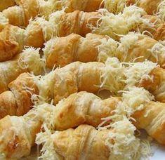 Sajtos tekercs – ez egy jókora mennyiség, de lehet felezni is Snack Recipes, Cooking Recipes, Snacks, Diet Recipes, Gyro Pita, Savory Pastry, Hungarian Recipes, Hungarian Food, Winter Food