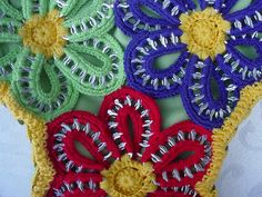 Pull Tab Crochet Floral Purse, via Flickr.