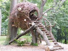 nest tree house Alsace-France - how it feels to be a weaver bird!treehouse nest tree house Alsace-France - how it feels to be a weaver bird! Cubby Houses, Play Houses, Garden Art, Garden Design, Cool Tree Houses, Tree House Designs, Natural Playground, Garden Structures, Land Art