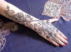 Hand painted with khidab, the Yemini gall ink for bodypainting by olga_rashida, via Flickr