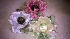 Forminhas de doces finos: Forminha rosa de cetim com folha de veludo