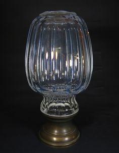 """Grande pinha de cristal francês """"BACCARAT"""", translucida, lapidação facetada e base de bronze. med: 29 cm de altura. Vendido por R$1.110,00. Nov14."""