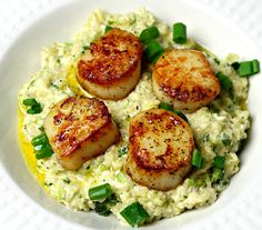 A quick, keto-friendly and grain-free recipe for seared scallops and parmesan cauliflower risotto. A quick, keto-friendly and grain-free recipe for seared scallops and parmesan cauliflower risotto. Cauliflower Rice Risotto, Parmesan Cauliflower, Cauliflower Recipes, Parmesan Broccoli, Broccoli Cauliflower, Seafood Dishes, Seafood Recipes, Diet Recipes, Cooking Recipes