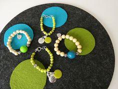 Muutama pirtsakka rannekoru puu- ja massahelmistä. Washer Necklace, Jewelry, Jewlery, Bijoux, Schmuck, Jewerly, Jewels, Jewelery, Fine Jewelry