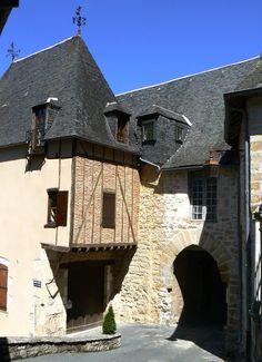 Porte de la ville. Terrasson Lavilledieu. Aquitaine