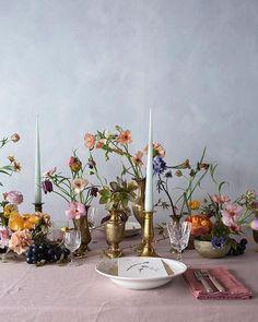lovely floral wedding bouquet and table decoration. Vase Arrangements, Vase Centerpieces, Bud Vases, Wedding Centerpieces, Wedding Decorations, Reception Table, Wedding Table, Wedding Ideas, Floral Wedding