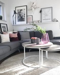 In this living room, every detail is just right! A cozy sofa landscape with cuddly pillows, combined with a stylish gallery wall with cool deco Apartment Home Living, Home And Living, Cozy Sofa, Diy Dining Table, Modern Rustic Homes, Living Room Inspiration, Living Room Sofa, Living Room Designs, Room Decor