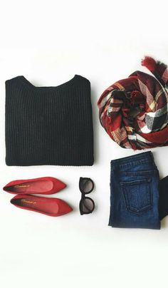 autumnal breath fall winter look fashion mood style in red and black red Moda Fashion, Star Fashion, Trendy Fashion, Flat Lay Fashion, Womens Fashion Outfits, Color Fashion, Fashion 2016, Fashion Hair, Fashion Trends