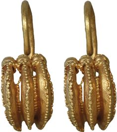 Troy IIg, gold earrings consisting of 3 crescent-shaped pieces. Early Broze Age, ca BC. The Heinrich Schliemann Collection Roman Jewelry, Real Gold Jewelry, Greek Jewelry, Jewelry Art, Gold Jewellery, Jewelry Design, Antique Gold, Antique Jewelry, Vintage Jewelry