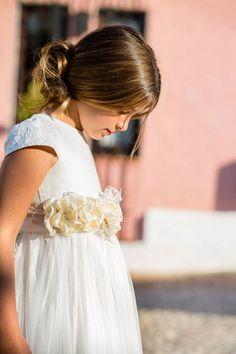 Preciosa sesión de fotos realizada en nuestro resort con los vestidos de #comunión de Magnifica Lulú. #PuebloAcantiladoSuites #PuebloAcantilado #SesiondeFotos #Comunion #Niñas #Vestidos