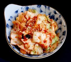 Kimchi is the most famous and basic Korean food. Koreans eat Kimchi in almost every meal and every day. Kimchi is a traditional Korea. Best Korean Food, Green Cabbage, Kimchi, Cauliflower, Shrimp, Nom Nom, Menu, Cooking Recipes, Favorite Recipes