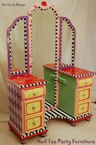 Candy Shoppe Hand Painted Vanity Madteapartyfurniture has an amazing talent to repurpose all different furniture pieces.Madteapartyfurniture has an amazing talent to repurpose all different furniture pieces. Whimsical Painted Furniture, Painted Chairs, Hand Painted Furniture, Paint Furniture, Furniture Projects, Furniture Makeover, Furniture Plans, Painted Tables, Decoupage Furniture
