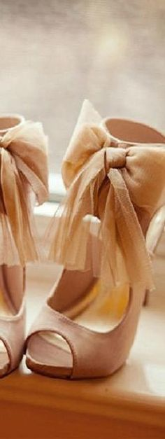 bowed heels ♥✤ | KeepSmiling | BeStayClassy