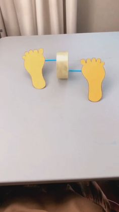 DIY Toy - Rolling Footsteps A simple tutorial to show you how to DIY a rolling footsteps. Paper Crafts Origami, Paper Crafts For Kids, Craft Activities For Kids, Preschool Crafts, Fun Crafts, Diy Crafts For Kids Easy, Mothers Day Crafts For Kids, Creative Crafts, Diy Toys