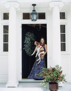 Aerin Lauder's front door in EH at Christmas Habitually Chic®: Blue Christmas Die Hamptons, Hamptons House, Aerin Lauder, Estee Lauder, Blue Christmas, Southern Christmas, Christmas Scenes, Christmas 2016, Christmas Time