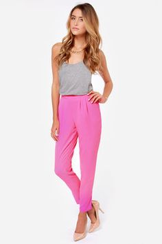 The Give It Your All Fuchsia Pants have a high-rise banded waist above a couple of pleats that assist in the slouchy look you adore, with woven tapered pant legs. Spring Summer Fashion, Spring Outfits, Fashion Outfits, Womens Fashion, Fashion Trends, Colored Pants, What To Wear, Pants For Women, Cute Outfits