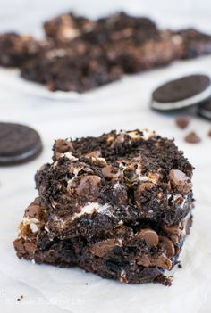 Oreo Marshmallow Brownies - swirls of marshmallows and cookies make these brownie disappear in a hurry!  Awesome dessert recipe!