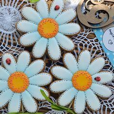 Ромашки для моей Наташки@nataliyamoore ! Хорошего отдыха! #имбирныепряникиназаказ #пряникимелитополь #сладкийподарок #gingerbread #royalicingcookies #gift #angelassweets