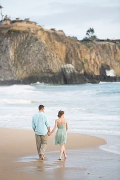 You've got to see these beautiful Newport Coast engagement photos of Brittany and Josh by Brett Hickman Photographers. Engagement Photo Outfits, Beach Engagement, Engagement Pictures, Engagement Session, Beach Photography, Couple Photography, Engagement Photography, Prenup Photos Ideas, Photo Ideas