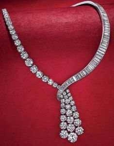 Amazing @cartier #diamonds ❤️❤️     necklace#cartier #jewelry. #expensivejewelry
