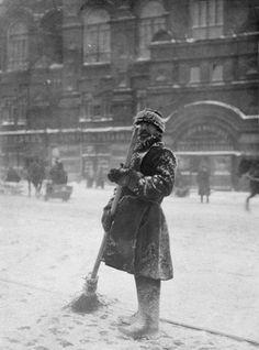 Snow sweeper, photo Netta Peacock. Gelatin-silver print. St. Petersburg, Russia, c.1905.