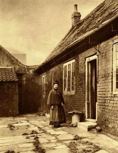 Poplar Almshouses by William Whiffin 28 Amazing Vintage Photographs of London in the Late and Early Centuries ~ vintage everyday Uk History, London History, British History, Family History, History Books, Victorian London, Vintage London, Old London, Victorian Era