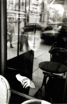 ❦ [The Girl in the Window] La fille dans la fenêtre Edouard Boubat 1930 paris Vintage Photography, Street Photography, Art Photography, Robert Doisneau, Black White Photos, Black And White Photography, Urbane Fotografie, Window Reflection, French Art