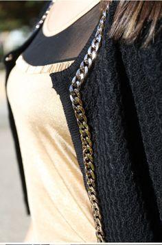 Y esta chaqueta estiló Chanel con cadenas es perfecta para completar el look.!!!