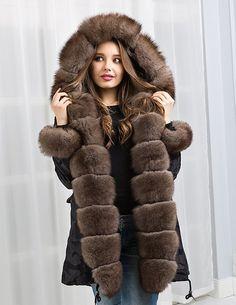 Парка женская зимняя с натуральным мехом (фото) - прекрасным вариант куртки для прохладной и теплой зимы, а также для демисезонного периода. Модные модели