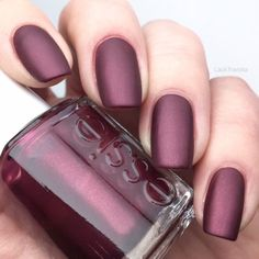 Nail Colors, Nail Polish Trends, Nail Care & At-Home Manicure Supplies by Essie. Shop nail polishes, stickers, and magnetic polishes to create your own nail art look. Matte Nails, My Nails, Acrylic Nails, Gradient Nails, Nagellack Design, Red Nail Art, Blue Nail, Red Nail Designs, Round Nails