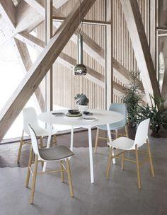 Due le altezze di questo tavolo: standard che funge da tavolo da pranzo, alto come tavolo per bar.
