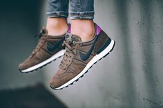 Nike - WMNS Internationalist Premium (braun / pink) - 828404-200