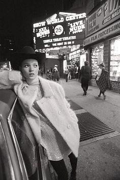 by Glen Luchford / Kate Moss, 1994 Ella Moss, Lou Le Film, Enter The Void, Karl Lagerfeld, Kate Moss Stil, Moss Fashion, Women's Fashion, Trendy Fashion, Queen Kate