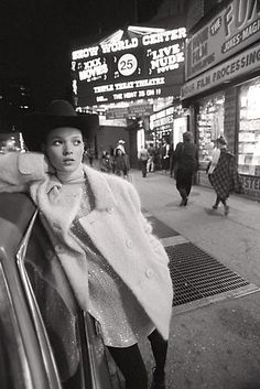Kate Moss in Times Sqaure. Photo: Glen Luchford, 1994. ☚