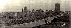 Op 21 oktober 1914 begon de Eerste Slag om Ieper. De Duitsers stonden tegenover de Franse en Britse troepen, maar verloren snel. Rondom de stad lagen loopgraven. Tussen 1915 en 1918 probeerden de Duitsers nog drie keer om Ieper in te nemen. Er werd gifgas gebruikt  en er stierven een half miljoen mensen. De stad werd compleet verwoest. Na de oorlog werd de stad weer opgebouwd met Duits geld en er zijn nu nog altijd meer dan 170 begraafplaatsen.