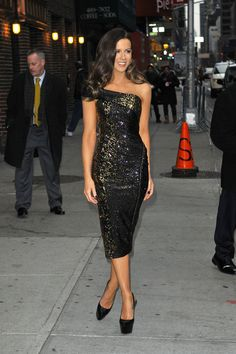 "Kate Beckinsale Photos - Kate Beckinsale, star of the new film ""Underworld: Awakening"", poses up for photographers before an appearance on ""The Late Show with David Letterman"". The slim beauty wore a sparkly, off the shoulder dress and high heels for her appearance on the late night talk show. - Kate Beckinsale Arrives for 'Letterman' 2"