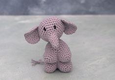 """Jeg er igang med en hæklet sangkuffert til min svigermors børnehave. Her er en hæklet elefant Fra børnesangen """"En elefant kom marcherende"""".Designet er lavet i børnehøjde og i en størrelser der kan være i en børnehånd. Tanken bag er legende... Free Crochet, Crochet Baby, Crotchet, Animals And Pets, Baby Animals, Baby Sewing Projects, Crochet Animals, Diy Baby, Softies"""