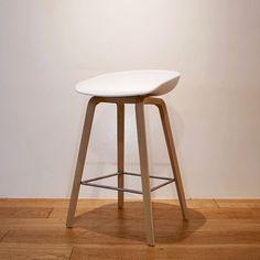 「KOZLIFE」で取り扱う商品「HAY (ヘイ)<br>AAS32<br>ハイスツール(椅子・バースツール)ホワイト」の紹介・購入ページ