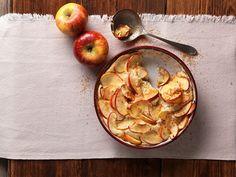 Puessl aus dem Ofen Servus Tv, Cupcakes, Serving Bowls, Fruit, Vegetables, Cooking, Tableware, Austria, Kitchens