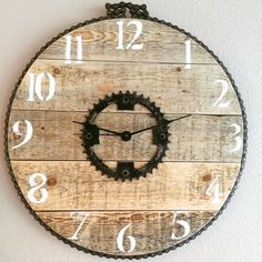 "16"" Bike Chain Pallet Clock by PenneCarter on Etsy https://www.etsy.com/listing/243298848/16-bike-chain-pallet-clock"