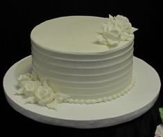 One tier horizontal lines cake with white roses Traditional Wedding Cakes, White Roses, Desserts, Food, Tailgate Desserts, Deserts, Essen, Postres, Meals