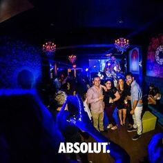 Quieres tener la oportunidad de celebrar con #Absolut en un bar junto a tus panas?  1-Sube una foto con ellos en un ambiente de party junto a Absolut.  2-Usa el HT #AbsolutPartyPic.  3-Danos mention y síguenos en Instagram @AbsolutVodkaPR y Like en Facebook @AbsolutVodkaPuertoRico para tener la oportunidad de descorchar y compartir un Absolut Karnival de 750 ml en uno de estos bares: Hollywood Café @ Ponce Cayo Caribe @ Miramar El Coco de Luis El 8 de Blanco o The Island.  Seleccionaremos…