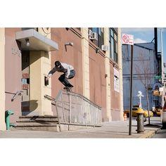 @grey_skate_mag sur Instagram: «@polarskateco and @hufworldwide rider @aaron_herrington backside 50-50, Queens. From volume 02…»