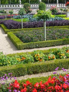 Landscaping Software - Offering Early View of Completed Project Kitchen Garden Jardin Potager Bauerngarten Potager Garden, Veg Garden, Edible Garden, Garden Beds, Garden Landscaping, Vegetable Gardening, Château De Villandry, The Secret Garden, Most Beautiful Gardens