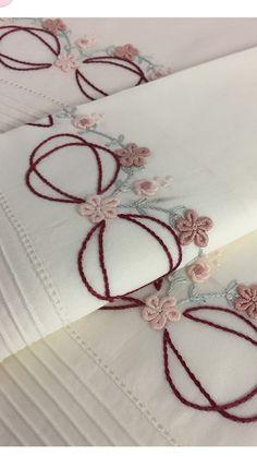 Brazilian Embroidery Patterns Que bordado mais lindo! Brazilian Embroidery Stitches, Types Of Embroidery, Rose Embroidery, Embroidery Kits, Learn Embroidery, Embroidery Needles, Embroidery Designs, Embroidery Supplies, Hardanger Embroidery