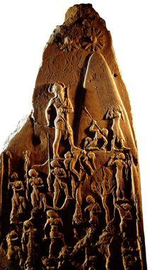 Estela de Naram-Sin, III milênio a.C., Museu do Louvre, Paris.