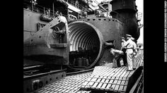 Researchers in Hawaii find lost Japanese WWII mega-sub. Navy personnel inspect the watertight hangar of the aircraft carrier submarine. Pearl Harbor 1941, Lord Of War, 1940s Photos, Japanese Monster, Under The Ocean, History Online, Historical Images, United States Navy, Submarines
