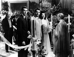 Historias de Filadelfia. Una de las comedias clásicas por excelencia. 1940: una familia adinerada, la preparación de la 2ª boda de la heredera, el ex y una pareja de periodistas lista para inmortalizar todos los problemas que surgen antes de la ceremonia. #bodas #películas